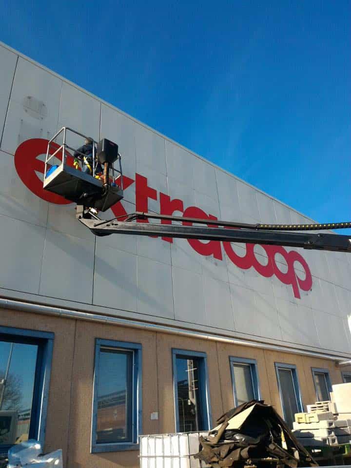 Preventivi-pulizia-vetrate-alte-negozi-bologna